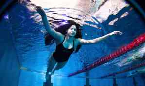 yusra swimming